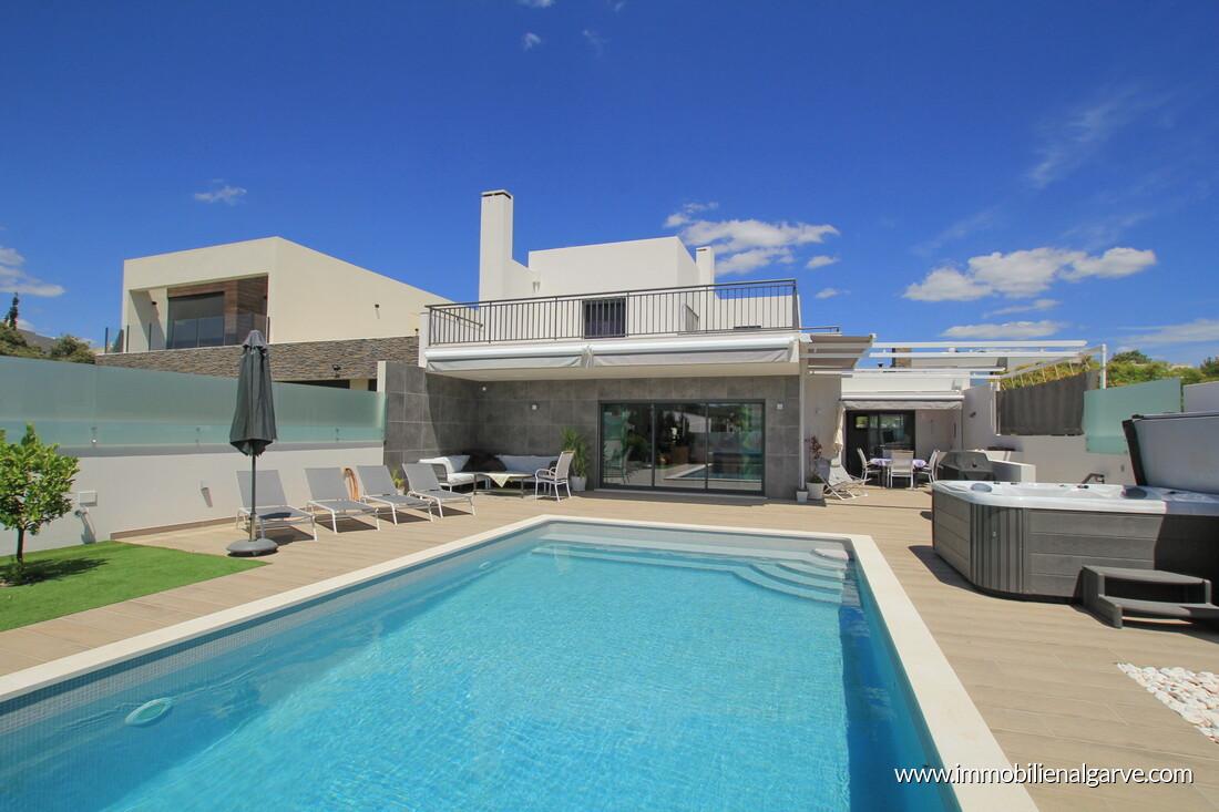 Moderne Villa mit 3 Schlafzimmern und Pool